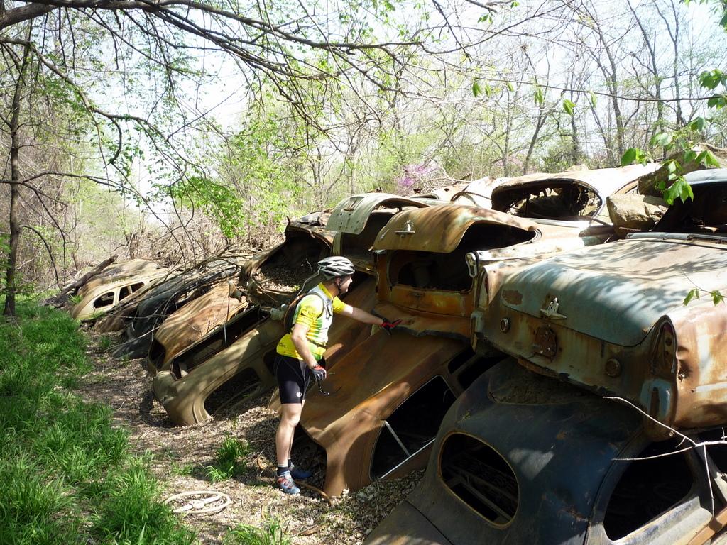 Old Cars Lane - DirtBum
